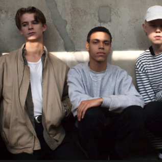 Liss debut EP First out now + new video for 'Miles Apart'
